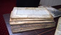 Yakılan kitaplar yaşanan zulmü günümüze taşıyor