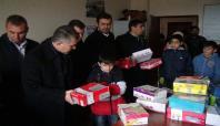 Suriyeli öğrencilere ayakkabı yardımı yapıldı