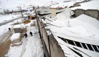 Yoğun kardan dolayı mermer fabrikasının çatısı çöktü