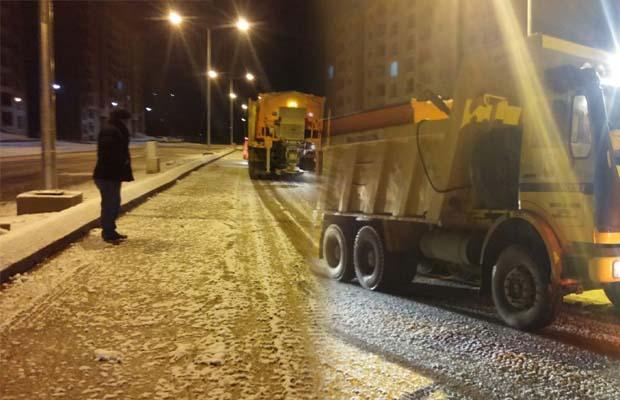Urfa'da ekipler buzlanmaya karşı alarmda