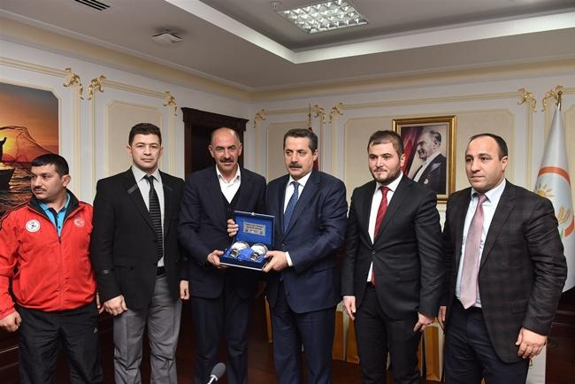 Urfa Belediyesi Güreş Takımından Çelik'e Ziyaret