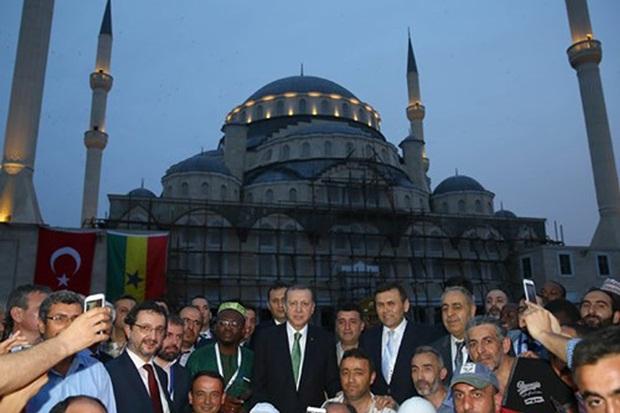 Erdoğan'dan Millet Camii ve Külliyesi'ne ziyaret