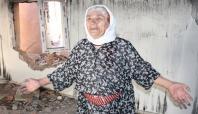 Yasaktan sonra Cizre'ye dönen kadın ağıtlar yaktı