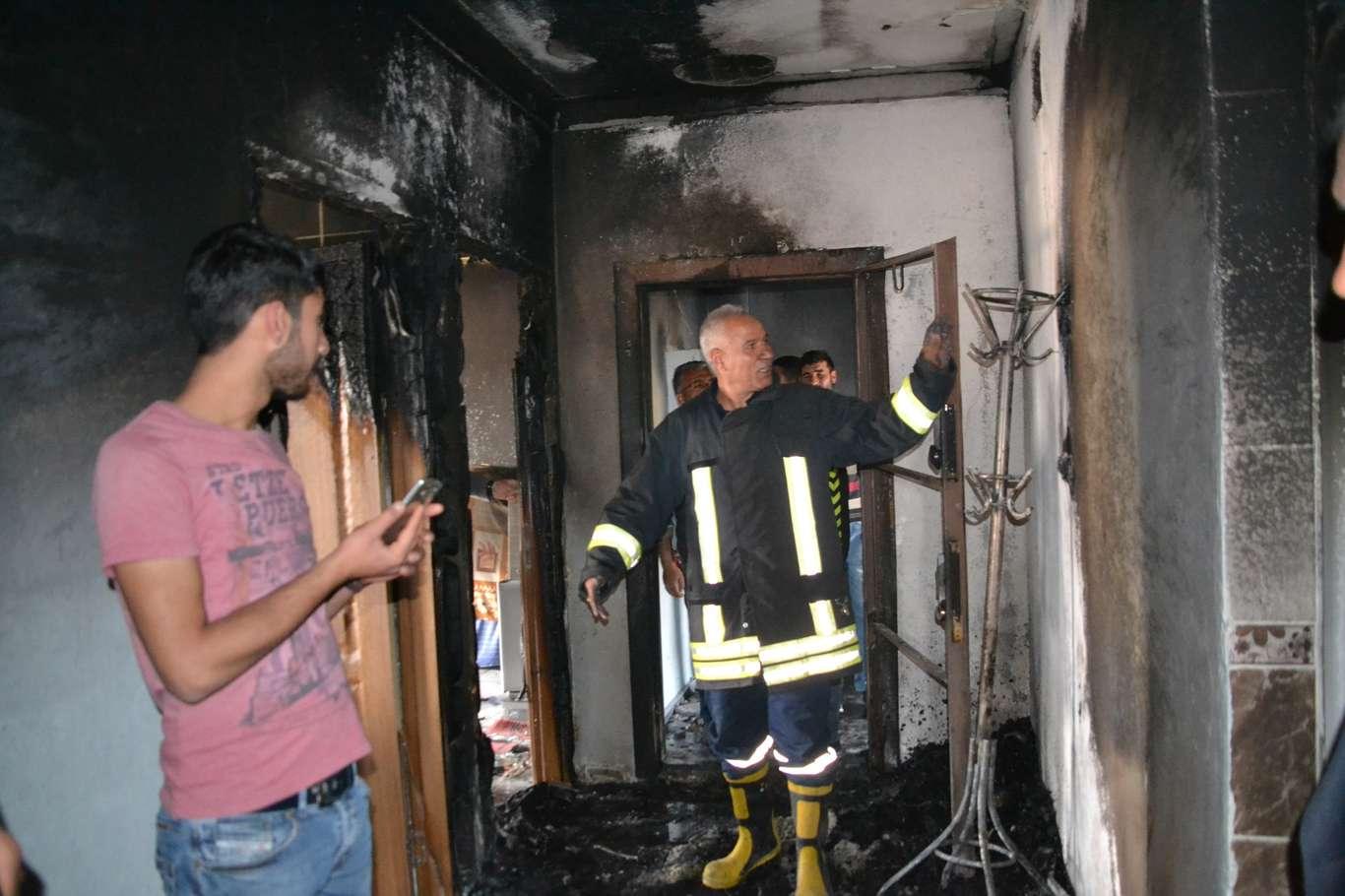 Viranşehir'de bir ev küle döndü