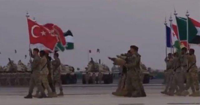 Arabistan'da tatbikat yapan İslam Ordusunun görüntüleri ortaya çıktı