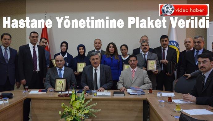 Rektör Taşaltın'dan Hastane Yönetimine Plaket