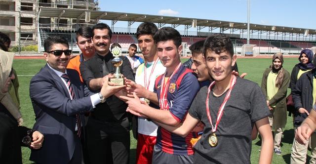 Celal Çiftçi Anadolu Sağlık Meslek Lisesi futbol turnuvası düzenlendi