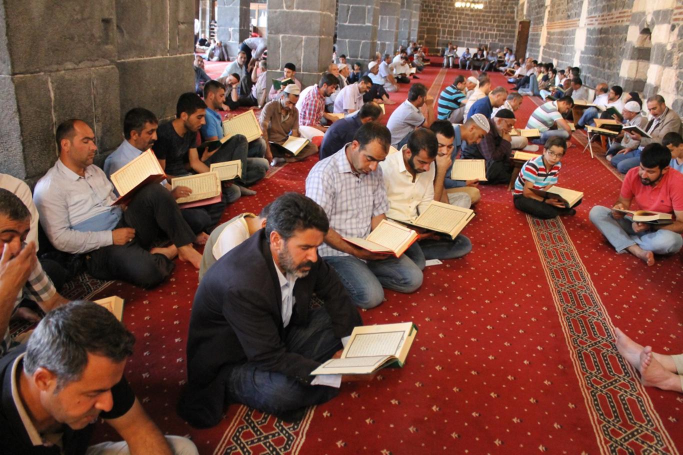 Camiler Kuran-ı Kerim makabelesiyle şenlendi
