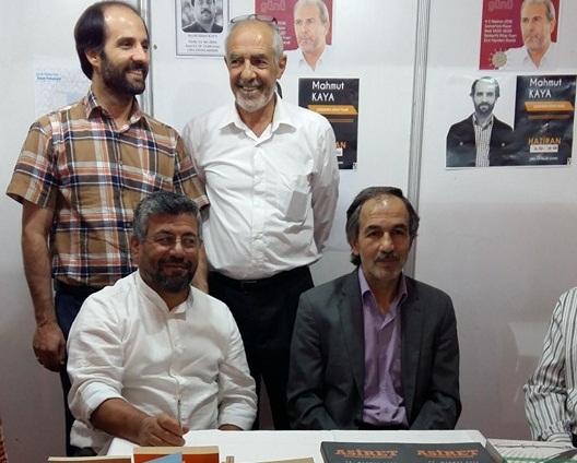 Seyit Ahmet Kaya imza gününde okuyucularıyla buluştu