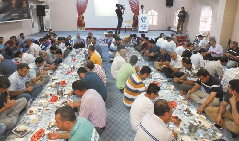 Anadolu Gençlik Derneğinden iftar