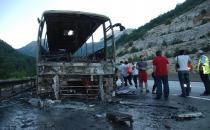 Seyir halindeki yolcu otobüs yandı