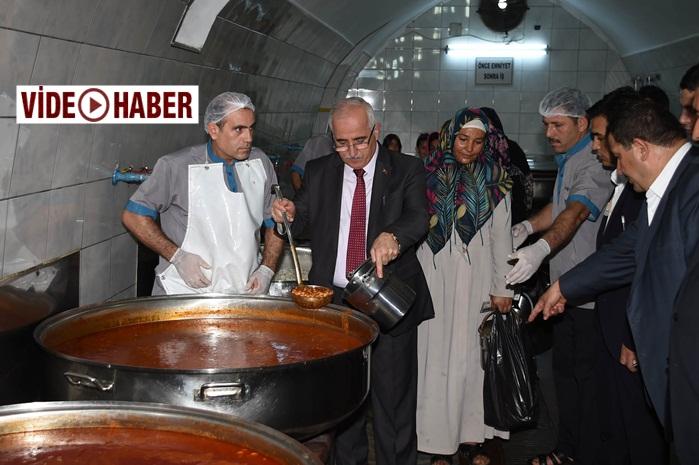 Vali Tuna Gönüllü Kuruluşlar Aşevini ziyaret etti