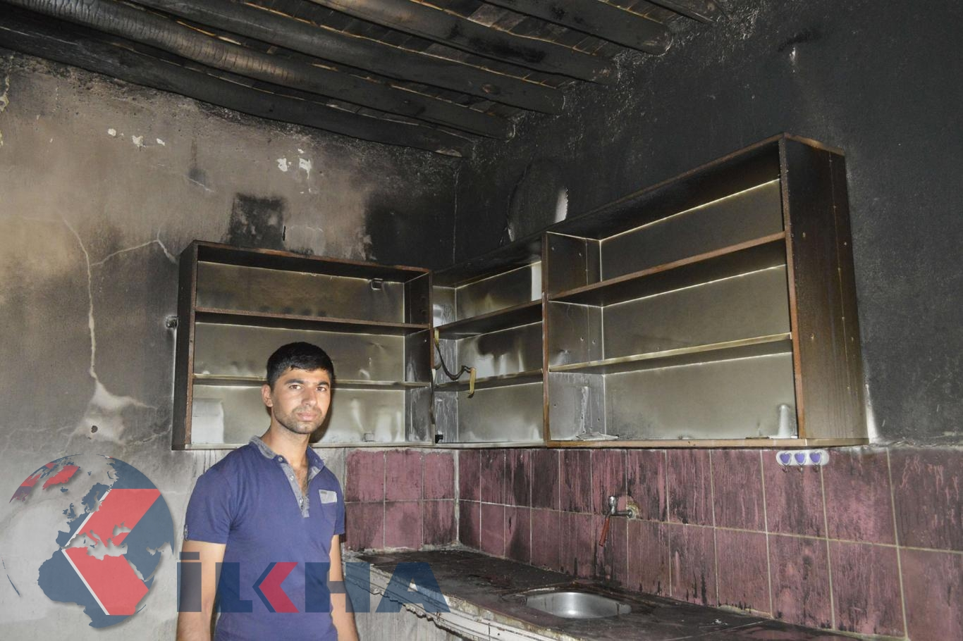 Hilvan'da alev alan buzdolabı yüzünden ev küle döndü