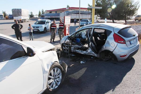 Urfa'da 2 otomobil çarpıştı: 5 yaralı