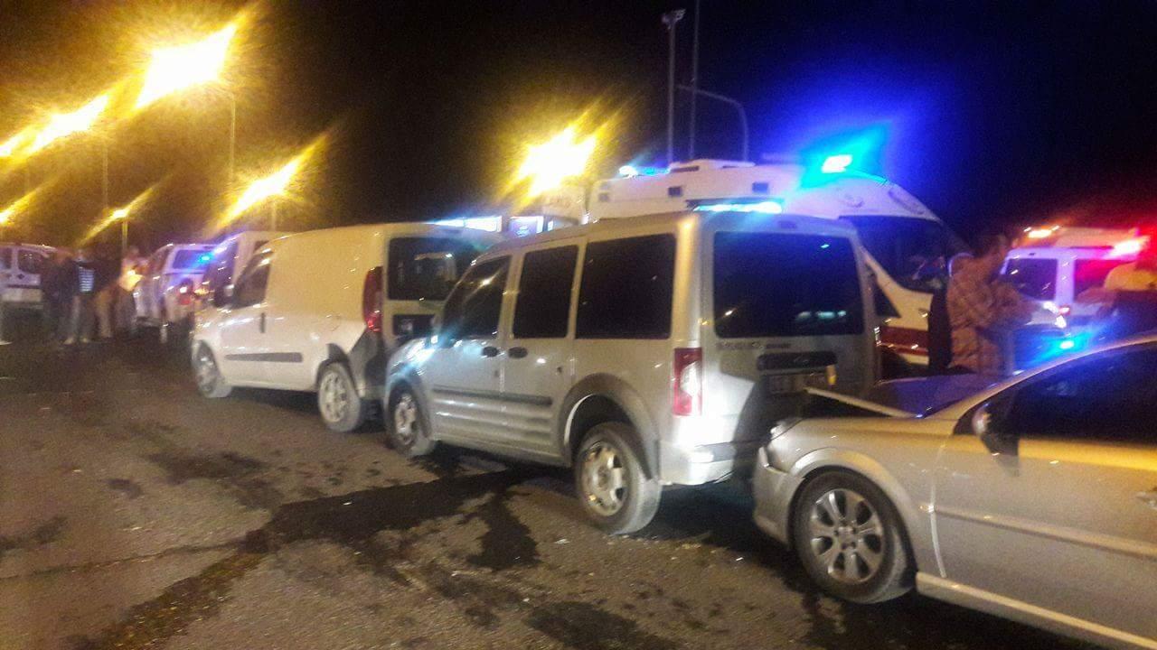 Daha dikkatli sürelim! Urfa'da zincirleme kaza, 6 araç bir birine girdi