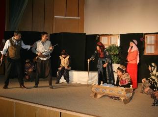 Öğretmenlerden tiyatro