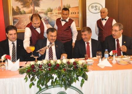Bakan Eroğlu, basınla kahvaltı yaptı