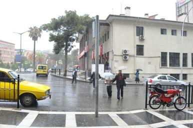 Urfa'da yağış sevindiriyor