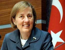 AK Partinin seçim listesine giremeyen Devlet Bakanı Selma Aliye Kavaf Denizlideki etkinliğe katılmadı
