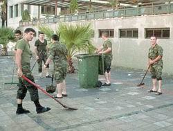 Kışladaki Askerler: