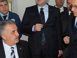 Devlet Bakanı Hayati Yazıcı Sarp Sınır Kapısında incelemelerde bulundu.