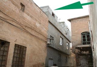 Tarihi bölgede kaçak yapı yaparken yakalandı