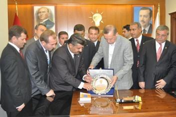 Başbakandan Demirkol'a plaket