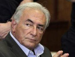 IMF Başkanı Dominique Strauss-Kahnın cinsel tacizde bulunduğu kadının giysilerinde Kahnın spermine rastlandı