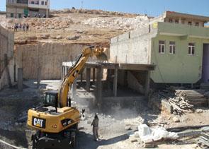 hazine arazisine yaptırılan 4 bina yıkıldı