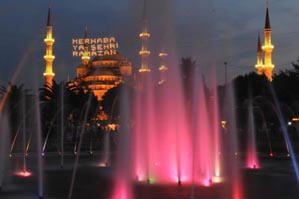 Ramazan, ilk teravih namazıyla başladı