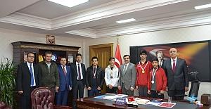 Akabe Toki Anadolu Lisesinden MEB Müdürüne Ziyaret