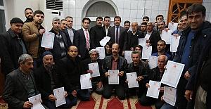Başkanı Mehmet Ekinci, Akşemsettin mahallesinde 140 aileye tapularını dağıttı