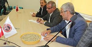 Urfa'da Yılın İlk Arpası Satıldı