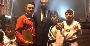 Dünya Şampiyonu öğrenciye ödül
