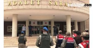 Mahkemeye Çıkartılan 9 FETÖ Zanlısından 1'I Tutuklandı