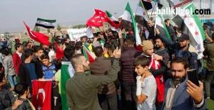 Akçakale'deki Suriyeliler YPG – PKK'yı Protesto Etti