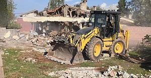 Hilvan'daki metruk yapılar yıkıldı
