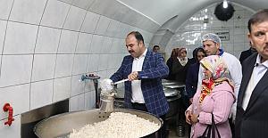 Başkan Çiftçi, Aşevinde Yemek Dağıttı