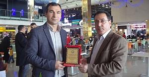 Mehmet Emin Kuş'un Kitabına İmza Gününde Yoğun İlgi