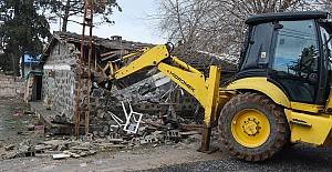 Valilik Erin'in Yıkılsın Dediği metruk yapılar Hilvan'da yıkılıyor