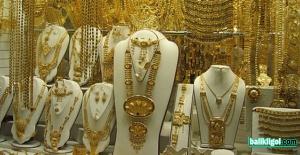 Buda oldu: Kuyumcuya sahte altın satarken yakalandı