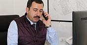 Başkan Beyaz Masaya geçerek telefonları cevapladı