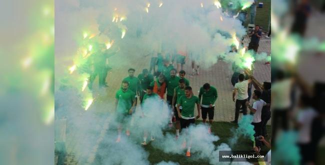Urfaspor Taraftarlarından Takıma meşaleli destek