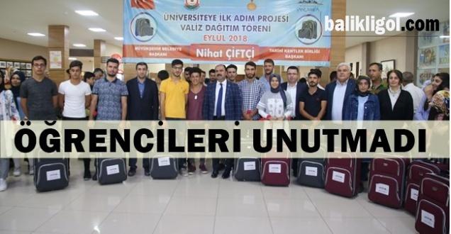 Üniversiteyi Kazanan 400 Öğrenciye Valiz Hediye Edildi