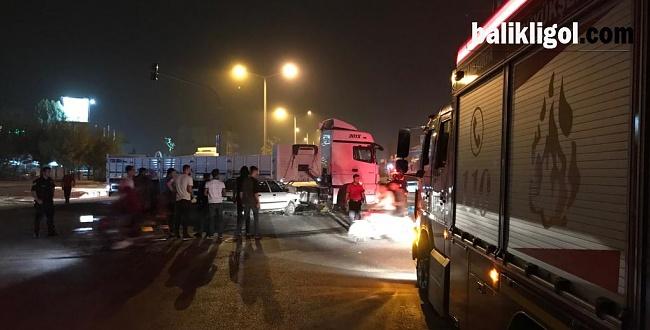 Şanlıurfa'da otomobil ve tır çarpıştı: 3 Ölü