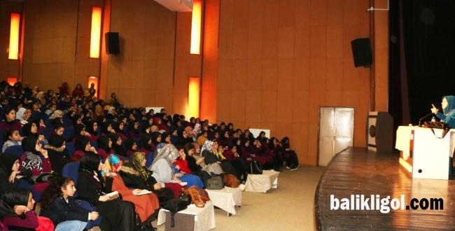 Emine Şenlikoğlu Viranşehir'de Konferansı Verdi