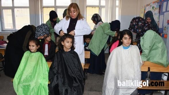 Hilvan'da Öğrencilerin saçına usta eli değiyor