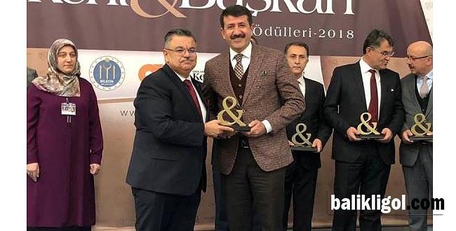 """Yılın belediye başkan ödülü """"Mehmet Ekinci""""ye"""