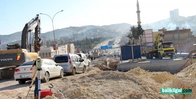 Belediye çalışmaları DEDAŞ'ın yer altı kablolarını patlattı
