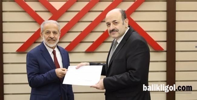 Rektör Mehmet Sabri Çelik Atama Belgesini Aldı